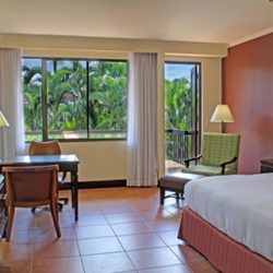 DOUBLE TREE BY HILTON CARIARI STANDARD KING BED ROOM