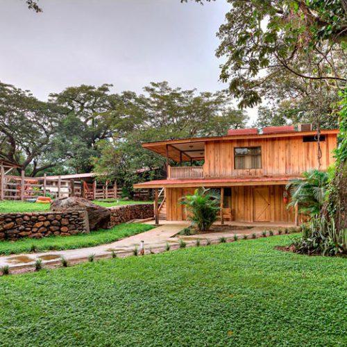 hacienda_guachipelin_lodge